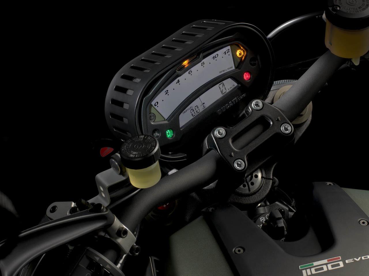 Foto de Ducati Monster Diesel, tranquilos, sigue siendo gasolina (1/27)