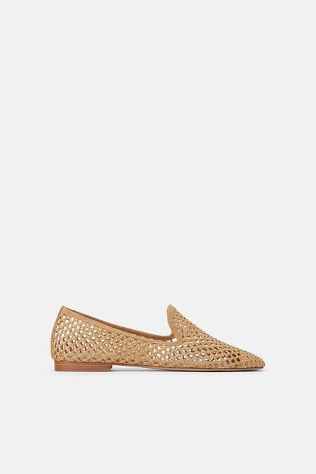 Zapato plano troquelado