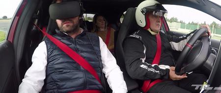¿Nos acompañas a dar una vuelta rápida virtual por el centro de Madrid en un Mercedes-AMG A45?
