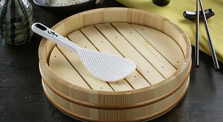 Hanguiri, recipiente usado para enfriar y mezclar el arroz para sushi