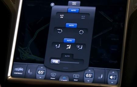 Tesla Model S pantalla táctil climatizador
