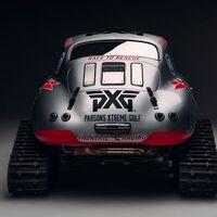 Sí, este es un Porsche 356 de 1956 con orugas, que pretende llegar a la Antártida por una buena causa