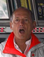 Ron Dennis podría ser apartado del muro de McLaren