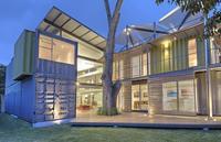 Puertas abiertas: una casa modular en Costa Rica con una cocina de ensueño