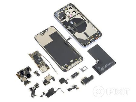 Más batería y un nuevo sistema de Face ID, esto es lo que ha descubierto iFixit tras desmontar el iPhone 13 Pro