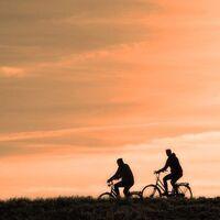 El hombre que visitó siete países distintos en 24 horas yendo exclusivamente en bicicleta