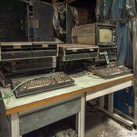 """Cientos de ordenadores y demás tecnología soviética se acumula en un edificio abandonado: es todo un """"museo"""" para los curiosos"""