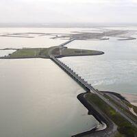 Un dique de 8 kilómetros para salvar a los Países Bajos de inundaciones fatídicas: así es el enorme Oosterscheldekering