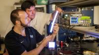 FIPEL, las bombillas de plástico que podrían acabar con los tubos fluorescentes