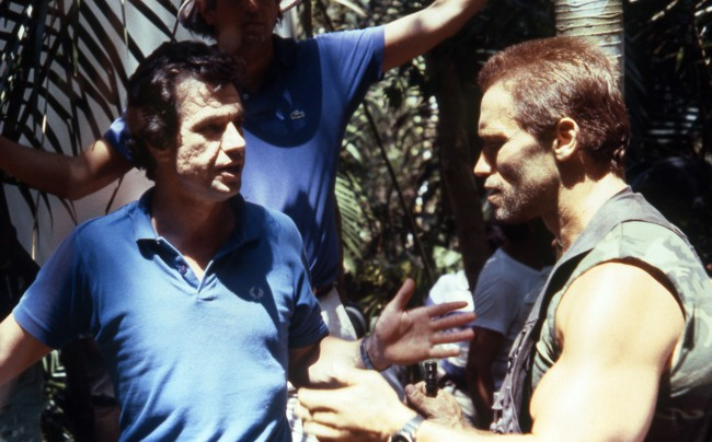 John McTiernan y Arnold Schwarzenegger en el rodaje de Depredador