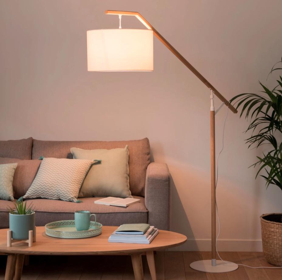 Lámpara de pie de roble con pantalla blanca Alt.182