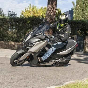 Equipación obligatoria para sacarse el carnet de moto: la DGT exige pantalones, botas y chaqueta técnicos para hacer el examen práctico
