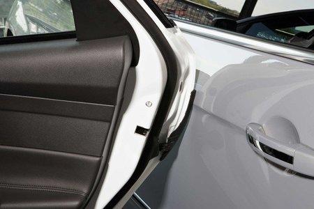 Ford presenta un protector activo de puertas para el Focus
