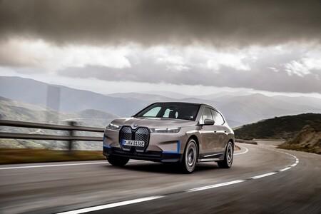 """""""Un monolito con tecnología tímida"""": Así es la nueva forma de idear un coche según los ingenieros de BMW"""
