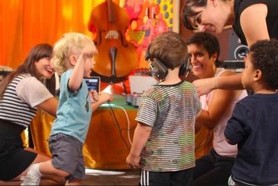 Cursos de disc jockey para bebés y niños