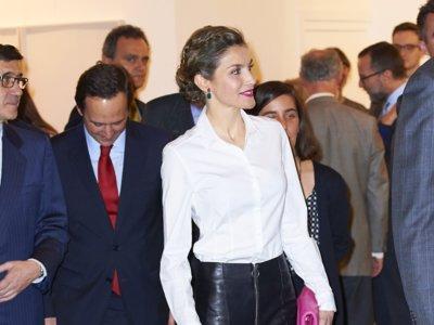 La Reina Letizia sorprende en ARCO con un look lleno de frescura