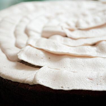 Crema de mantequilla de fresa para decorar y rellenar tartas o cupcakes, receta básica de pastelería