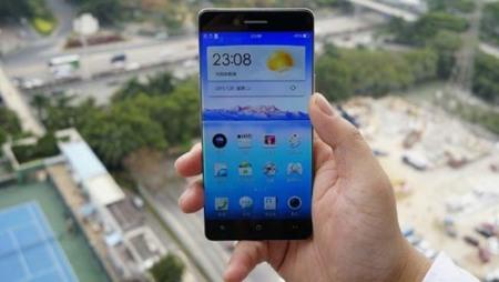 El Smartphone Oppo R7 quiere eliminar los bordes laterales