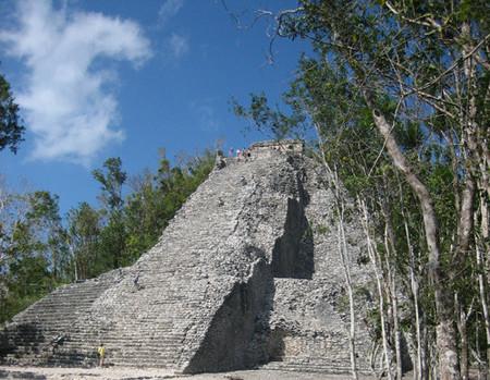 La pirámide de Nohoch Mul (Cobá)