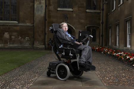 La tesis doctoral de Stephen Hawking ya está disponible en internet: así puedes leerla