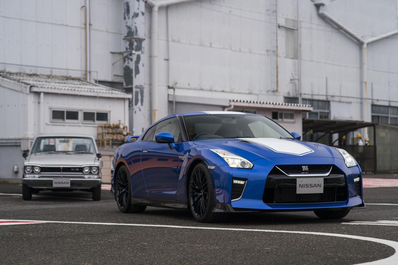 El Nissan GT-R celebra su 50 aniversario vistiéndose con el mítico color azul del Skyline GT-R R34