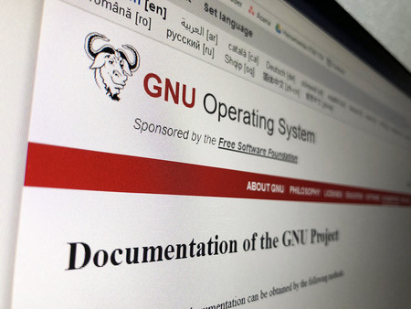 """Richard Stallman publica la """"Guía de Comunicación Amable"""" de GNU y pide respeto en la comunidad"""