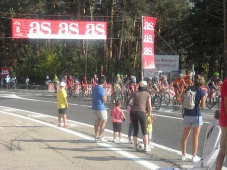 Los niños entusiasmados con la Vuelta Ciclista a España 2012