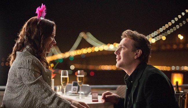 Emily Blunt y Jason Segel en una escena de Eternamente Comprometidos