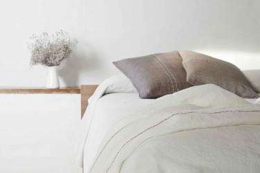El lino, un tejido fresco y natural, es perfecto para vestir tu cama en primavera