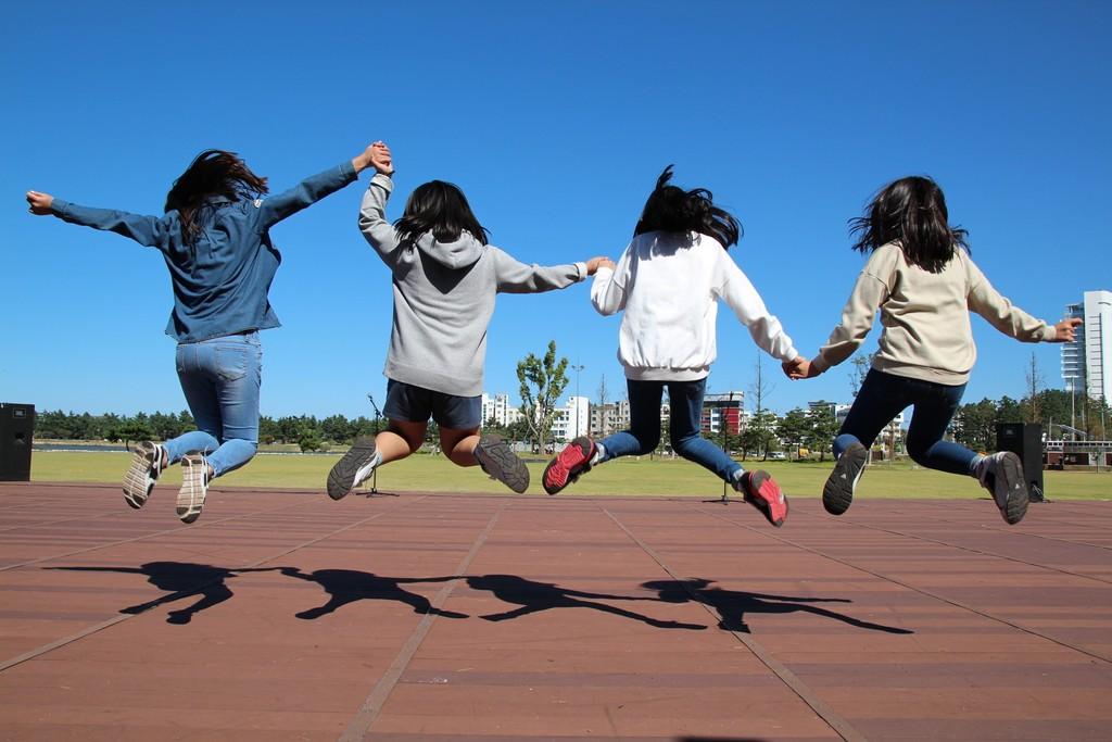 Sky Girl Meadow Play Run Jump 635285 Pxhere Com