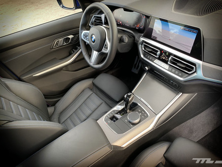 BMW 330i habitáculo