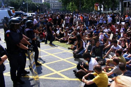 """Las acampadas del 15-M se consideran """"domicilios"""" y precisan de orden de desahucio, según una sentencia judicial"""