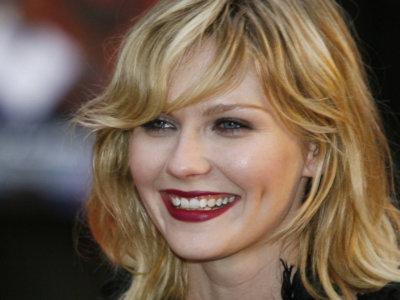 Kirsten Dunst debutará en la dirección con 'La campana de cristal'