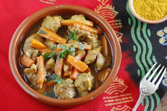 Tajine de ternera con zanahorias y ras el hanout: receta fácil pero muy sabrosa cocinada a fuego lento