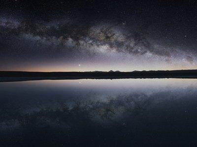 Este vídeo nos descubre los espectaculares cielos (y paisajes) del desierto de Atacama