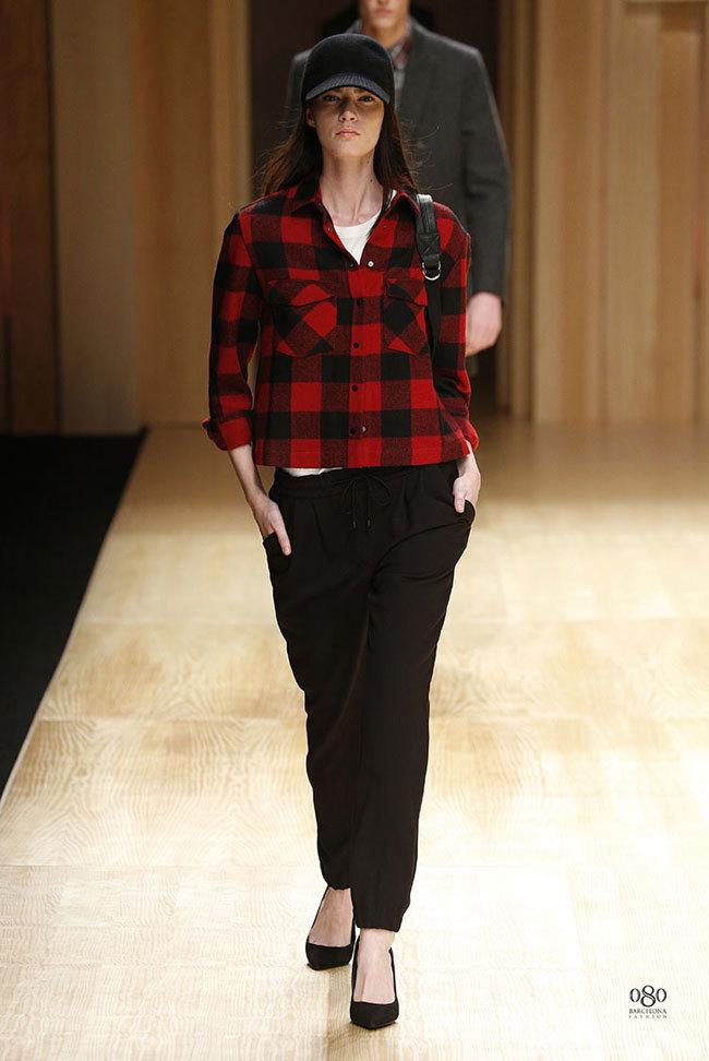 Foto de Mango abre la 080 Barcelona Fashion con su colección Otoño-Invierno 2014 y Toni Garrn (22/41)