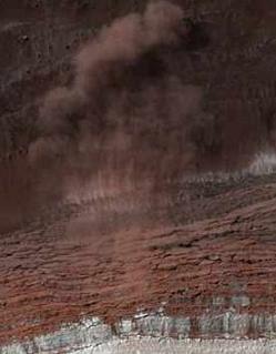 Detectan avalanchas de polvo en el polo norte de Marte