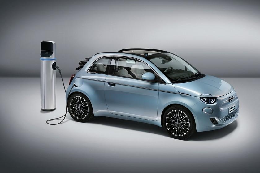 El nuevo Fiat 500e eléctrico es más atractivo que nunca, tiene 118 CV y 320 km de autonomía