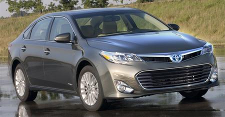 Toyota presenta un Avalon híbrido que se lanzará a finales de año