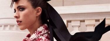 Chanel presenta su colección de Alta Costura llena de lentejuelas con un fashion film protagonizado por Margaret Qualley