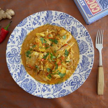 Filetes de pescado en leche de coco: receta india que no pica si no quieres (y con ingredientes fáciles de encontrar)