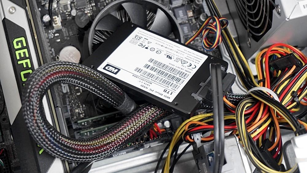 SSD contra disco duro: así mejora el rendimiento un portátil de más de 8 años con un SSD de 50 euros