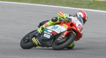 Simoncelli logra la pole por delante de Debón y Barberá