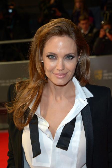 Angelina Jolie esmoquin