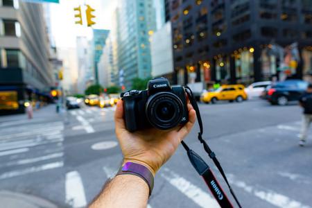 Canon EOS M50, Olympus OM-D E-M1 Mark II, Nikon Coolpix P900 y más cámaras, objetivos y accesorios en oferta: Llega Cazando Gangas