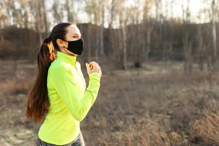 Guía de compras de mascarillas deportivas: en qué tienes que fijarte y opciones de Under Armour, Adidas, Reebok y más