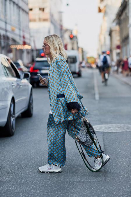El street style se viste con este dos piezas de Zara (¿o Prada?) y con suerte puede ser tuyo