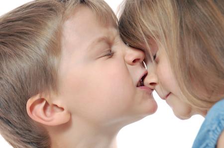 Mi hijo muerde o pega a otros niños: ¿qué puedo hacer?