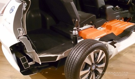 Nissan LEAF 2013 seccionado 03
