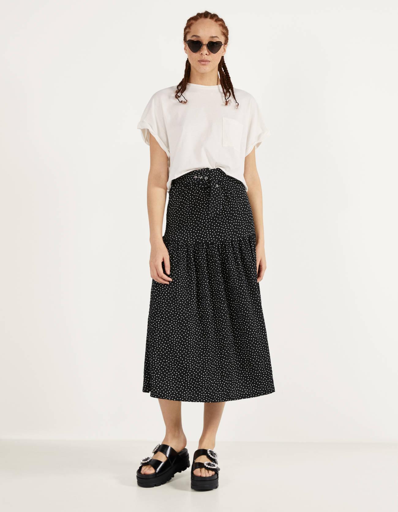 Falda de lunares con cinturón